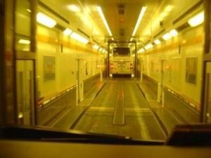 Dans le tunnel au retour avec le bateau dans les voitures réservées aux cars...